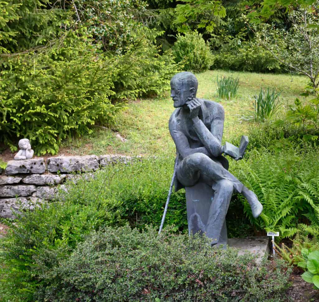 Cool Garden Statues For Your Backyard